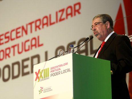 Socialista Manuel Machado reeleito na liderança dos municípios