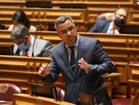 "PS pede combate assertivo ao ""flagelo da precariedade laboral"""