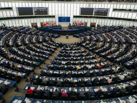 """Eurodeputados socialistas lamentam """"pequena política"""" da direita portuguesa"""