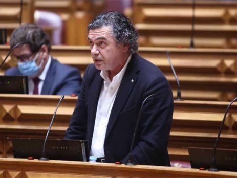 """Governo português tem defendido produção """"diversificada"""" e """"distribuição equitativa"""" das vacinas"""